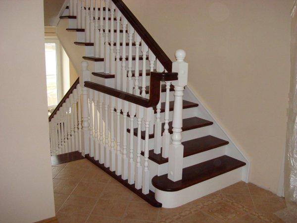Лестница в доме на второй этаж (формы, размеры, материалы).