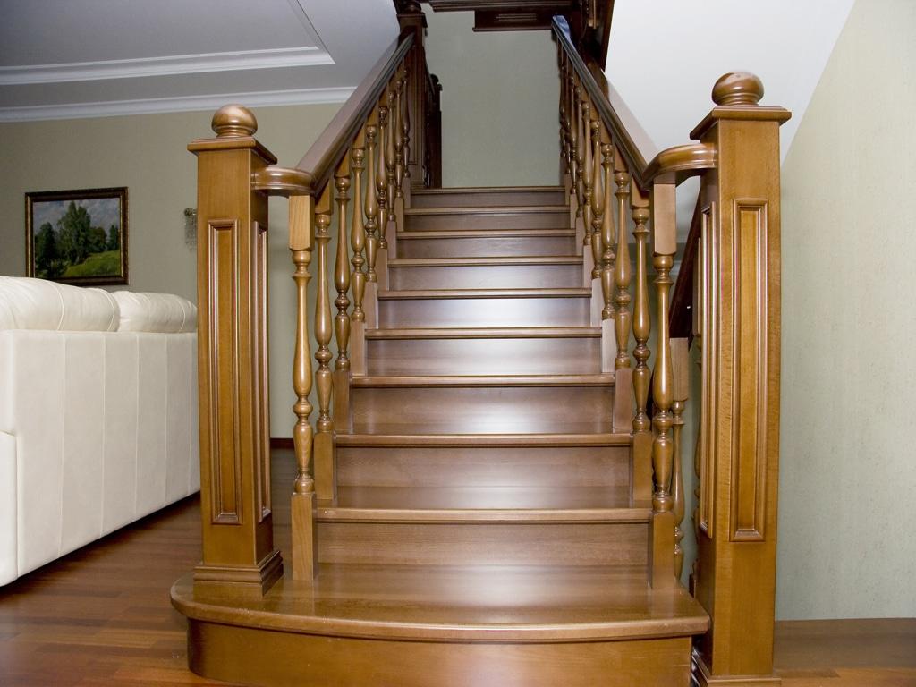 Лестницы из дерева: популярные породы древесины фото